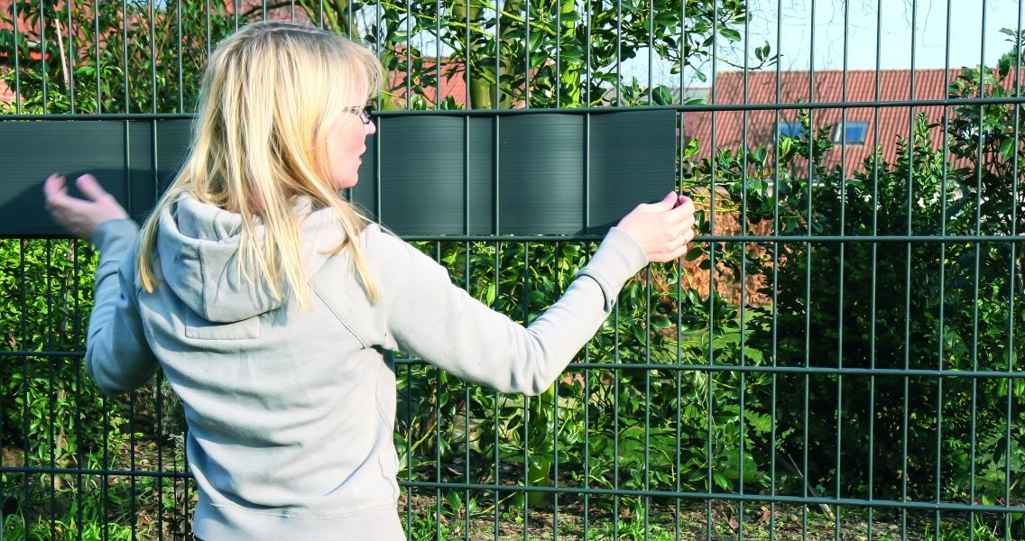 Easy-retrofitting-of-RELAX-visual-protection-stripes-to-existing-fences-1136x600