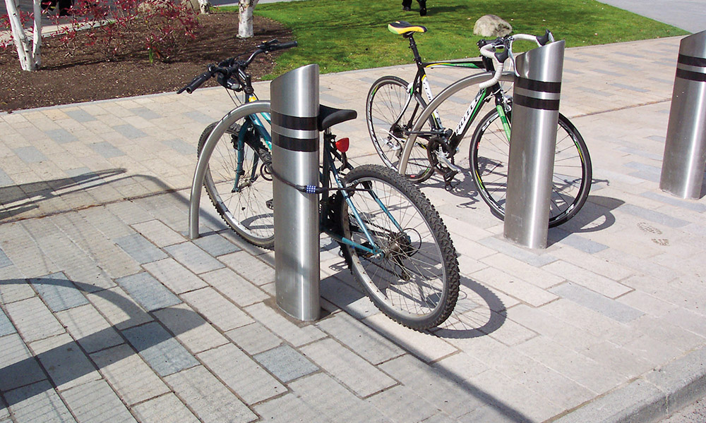 Street furniture Truckstopper as bike rack with impact protection 2